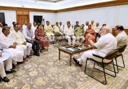 PM Modi along with Ananth Kumar in an informal meeting with- India Tv