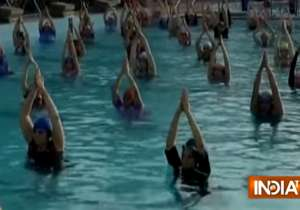 1000 women practice water yoga- India Tv