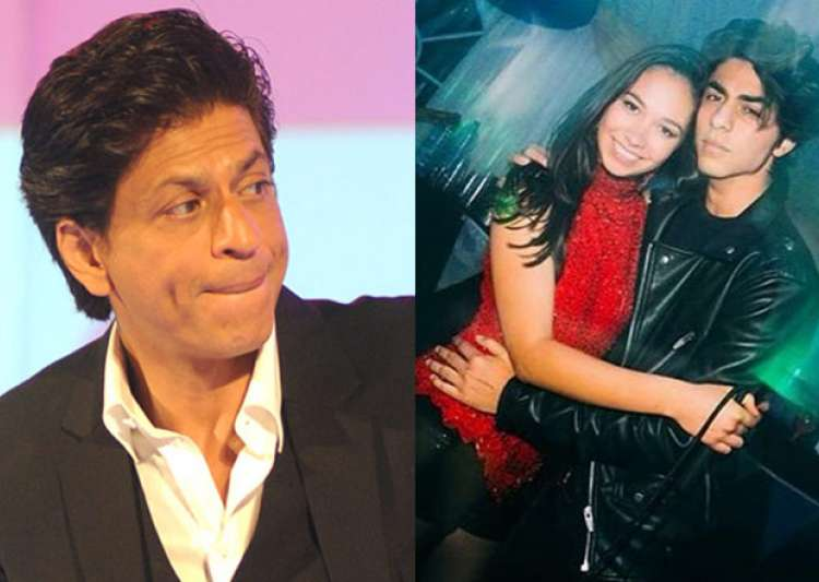 See pics srk s son aryan spotted chilling with rumoured girlfriend