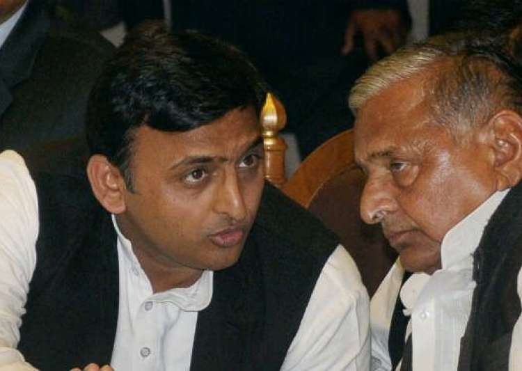 Akhilesh yadav with Mulayam Singh Yadav- India Tv