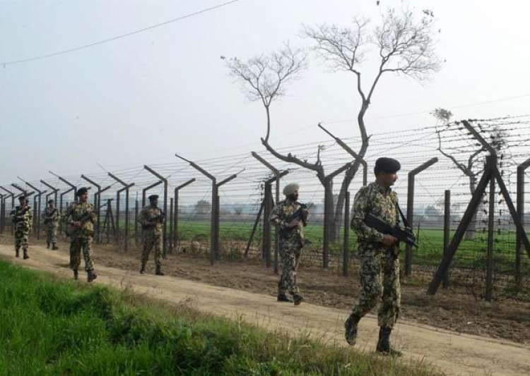 File pic - Jawans during foot patrol at Indo-Pak border - India Tv