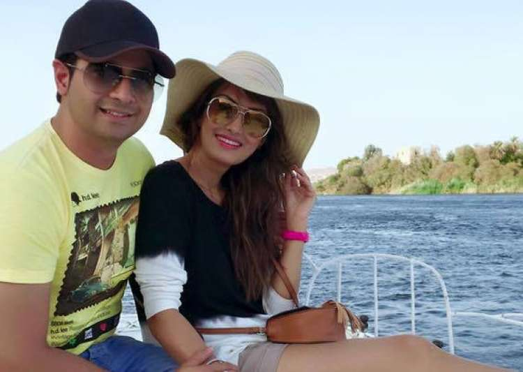 Bigg Boss 10 contestant Karan Mehra's wife clears air- India Tv