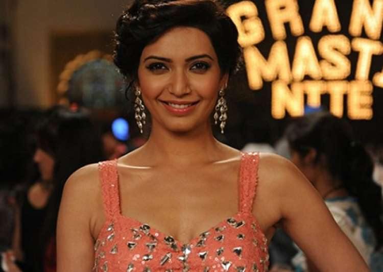 Karishma Tanna to make a comeback to fiction genre as naagin- India Tv