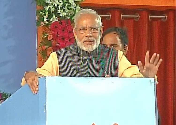 PM Modi addressing a gathering of ex-servicemen in Bhopal. - India Tv