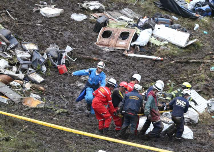 Rescue workers at the site of an airplane crash in La Union- India Tv