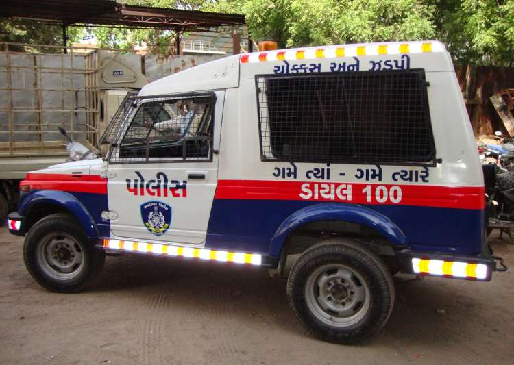 'Masked Man' attacks IPS officer's 17-year-old daughter- India Tv