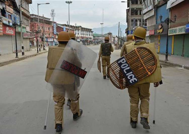 File pic - JK Police on foot patrolling - India Tv