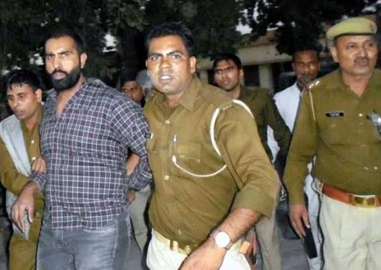 UP Police capture leader of gang who helped prisoners flee- India Tv
