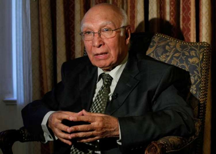File pic Pak diplomat Sartaz Aziz - India Tv