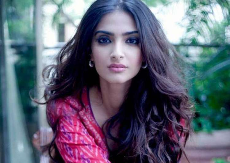 Sonam Kapoor refuses to talk about Sanjay Dutt's biopic- India Tv