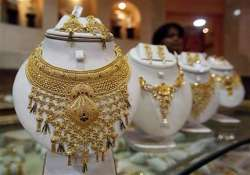 gold crosses rs 28 000 mark