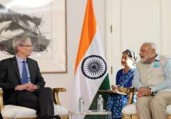 pm modi invites apple ceo to set up manufacturing base in