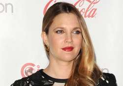 drew barrymore to launch three perfumes