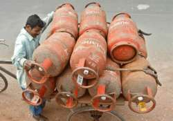 aadhar not must for lpg subsidy under modified dbt