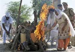 sarabjit gets a martyr s send off autopsy doctors say