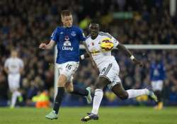 swansea holds everton to 0 0 draw in epl