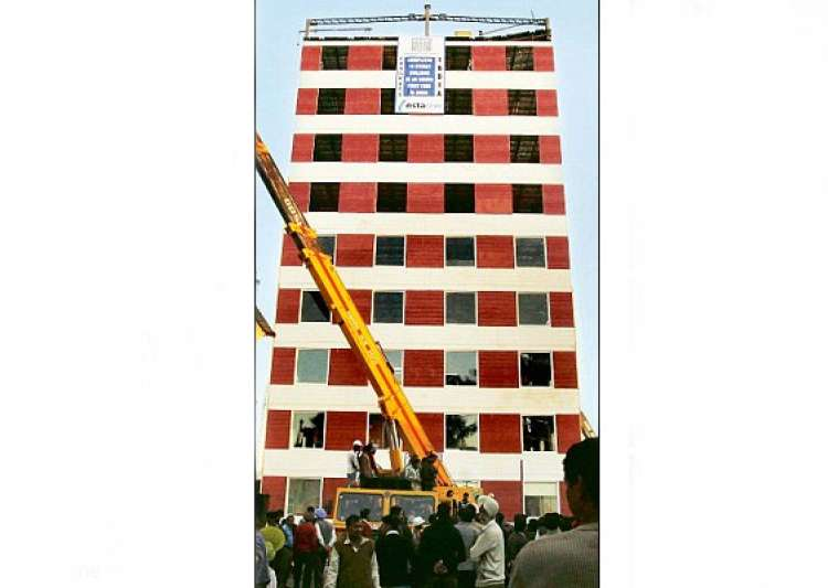 india s fastest building 10 storeys built in 48 hrs- India Tv