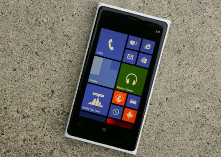 nokia gives lumia 920 a price cut now costs only rs 32 699- India Tv