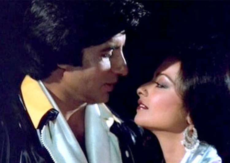 Rekha 39 s most romantic scenes with amitabh bachchan see for Nice romantic scenes