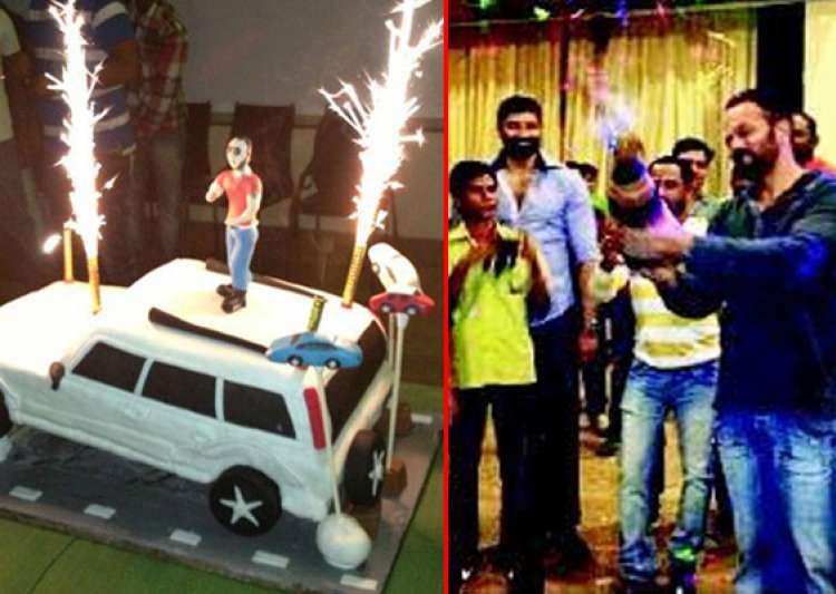 shahrukh s surprise birthday bash for rohit shetty on- India Tv