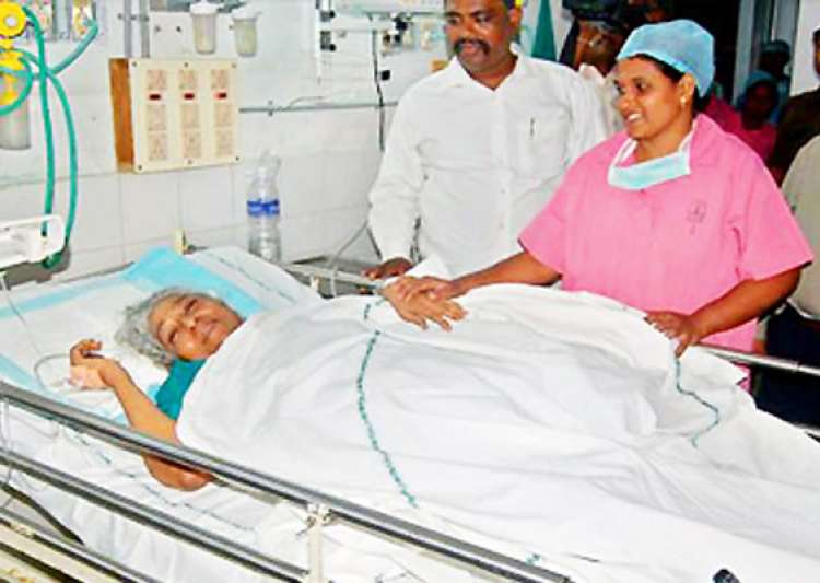 singer s. janaki hospitalized after head injury- India Tv