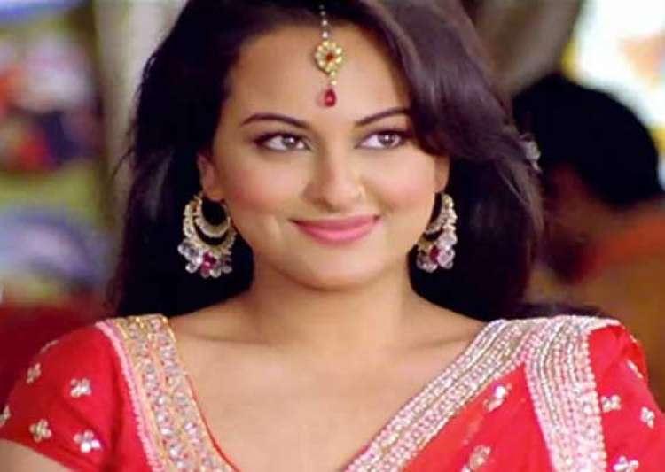 sonakshi s ban on bikini and steamy scenes- India Tv