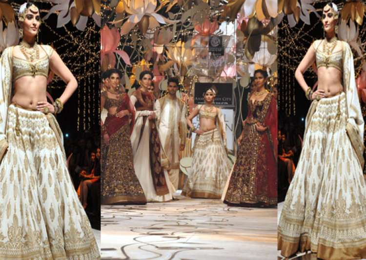 indian bridal fashion week sonam kapoor turns into a- India Tv