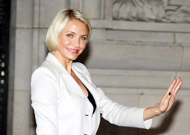 cameron diaz sits at valentino front row- India Tv