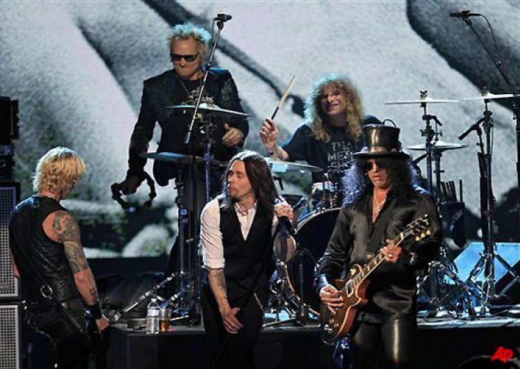 guns n roses jams way into rock hall axl rose miss it- India Tv