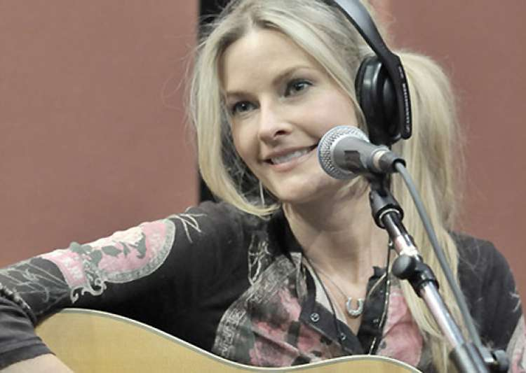 singer elizabeth cook gets ama nominations- India Tv