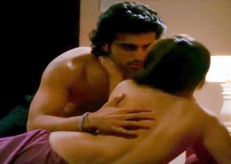arjun kapoor in steamy scenes with sasha agha in aurangzeb- India Tv
