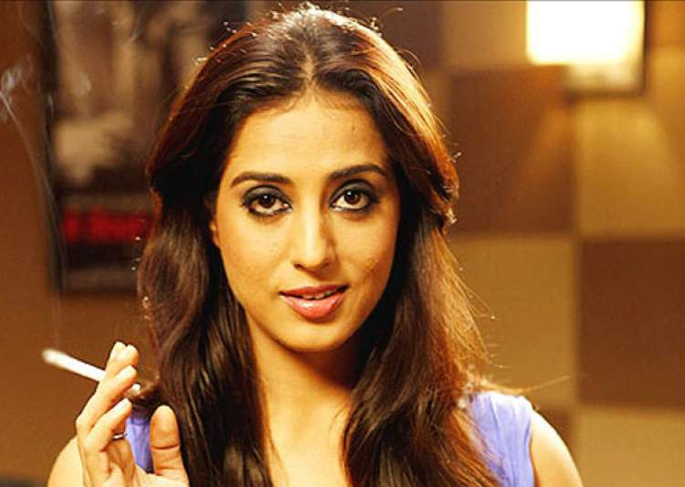 mahie gill turns mona darling in zanjeer remake- India Tv