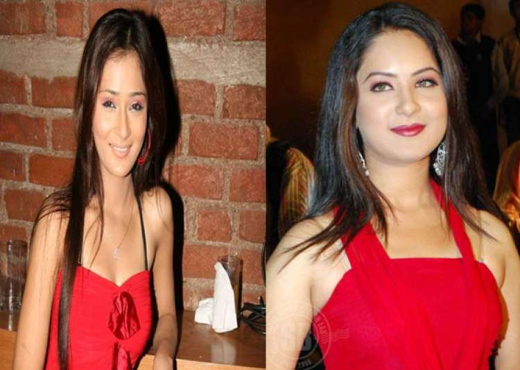 sara khan s lesbian kiss for pooja bose- India Tv
