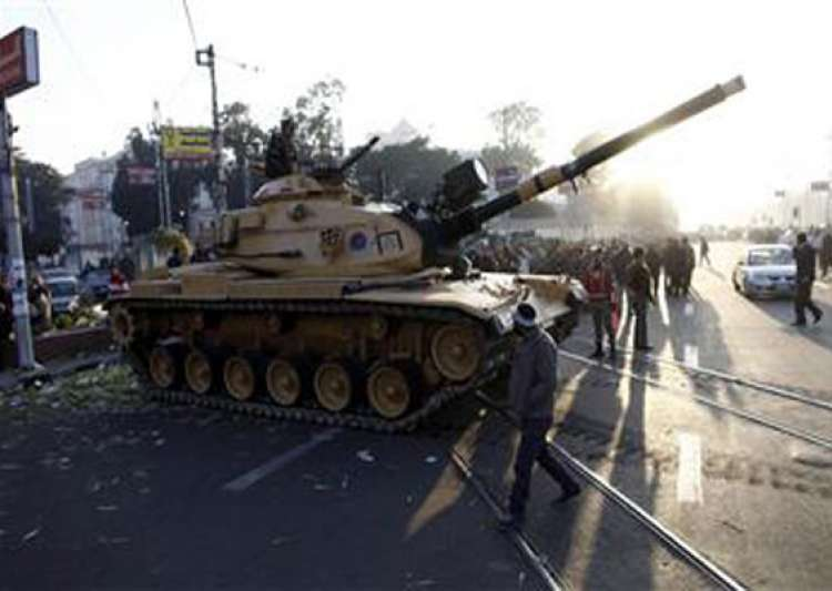 egypt army deploys tanks near presidential palace 5 killed- India Tv