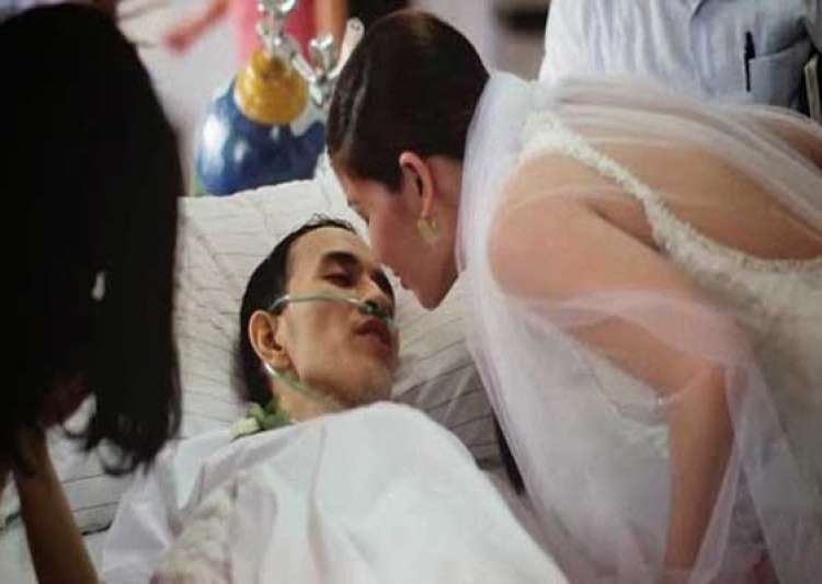 heartbreaking dying cancer patient marries girlfriend hours- India Tv