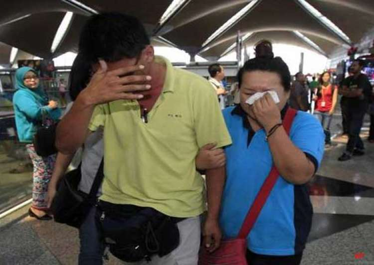 search continues for missing malaysian airliner- India Tv
