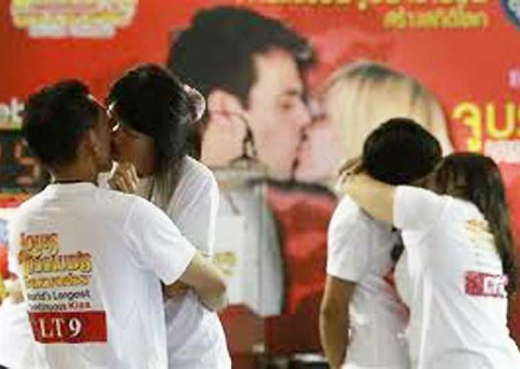 What is the world record for longest kiss