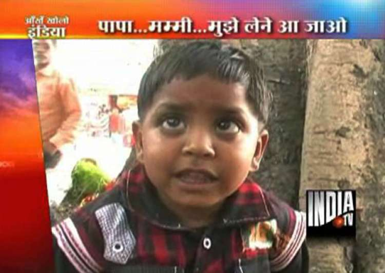 abandoned toddler s eyes searching parents- India Tv
