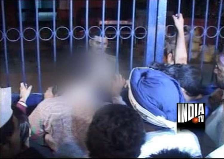 delhi police arrests driver on rape charge after aap activists protest- India Tv
