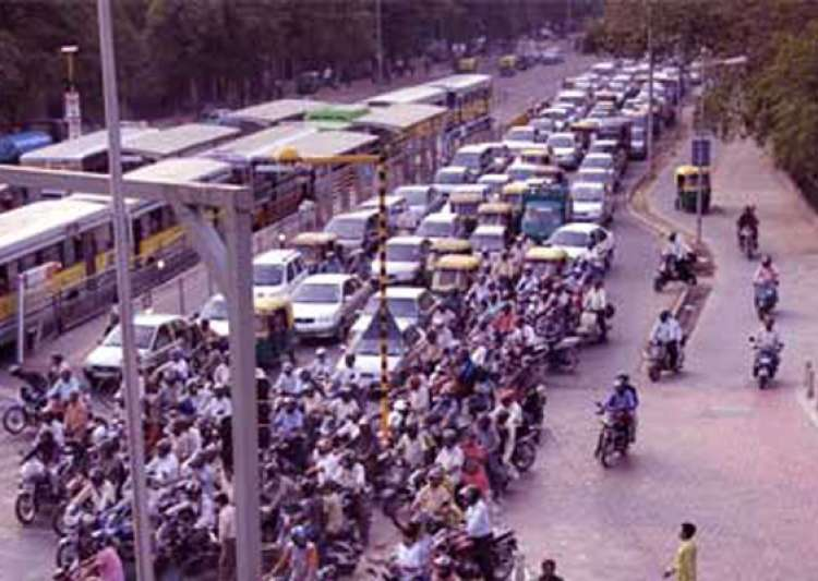 delhi hc orders opening of brt to all vehicles till final- India Tv