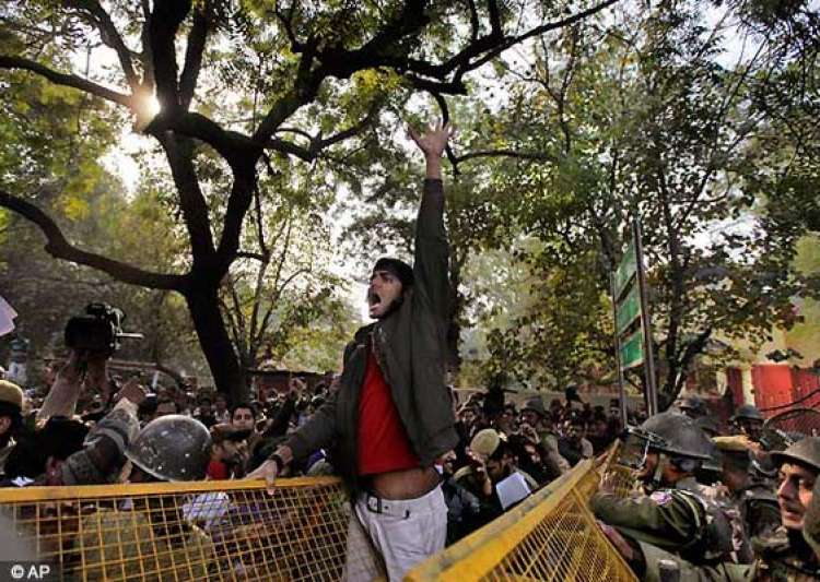 gangrape thousands continue to protest at jantar mantar- India Tv