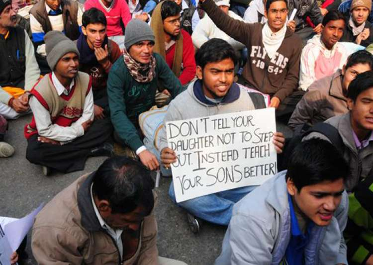 delhi gangrape victim cremated protests continue at jantar- India Tv