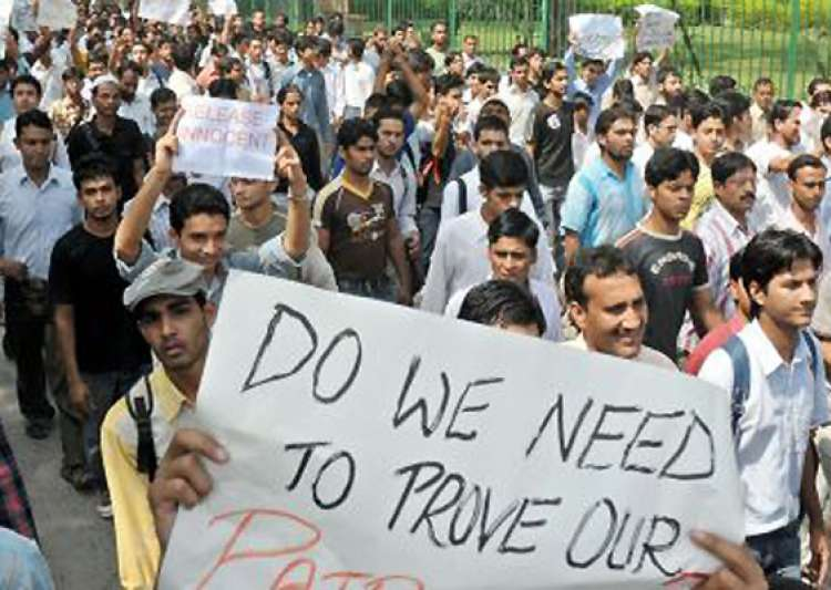 jamia students teachers protest against police raids- India Tv