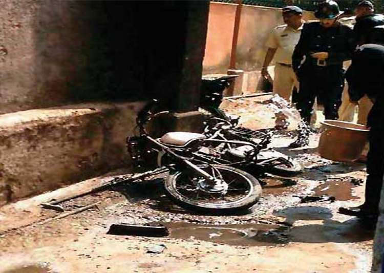 man in mumbai dies after yamaha bike explodes into fireball- India Tv