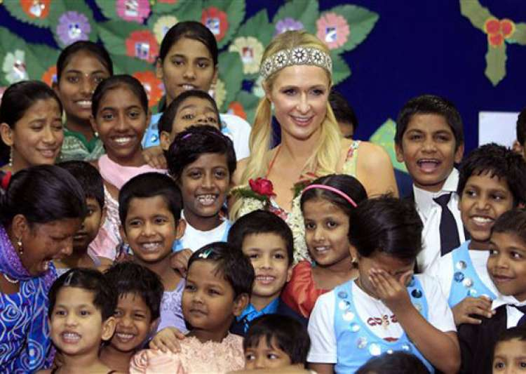 paris hilton dances with orphans prays at siddhivinayak- India Tv