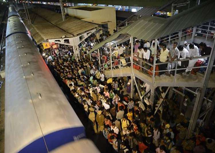 rumour mills fuelled fear among north east people fleeing bangalore- India Tv
