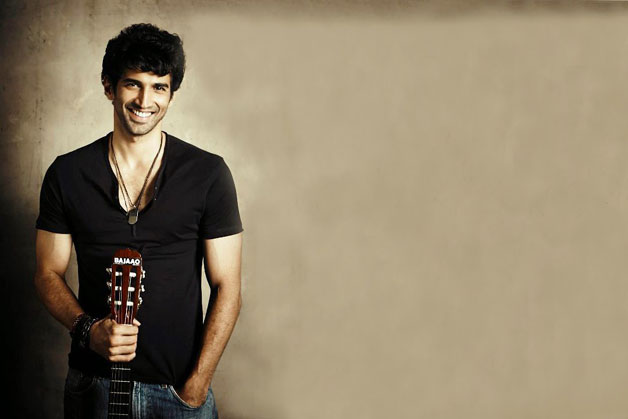Not just an intense actor, Aditya is also a guitarist as well. In fact, he even plays in a band. Besides, Kapur also like penning romantic songs. We wonder if we will hear any of his songs anytime soon.