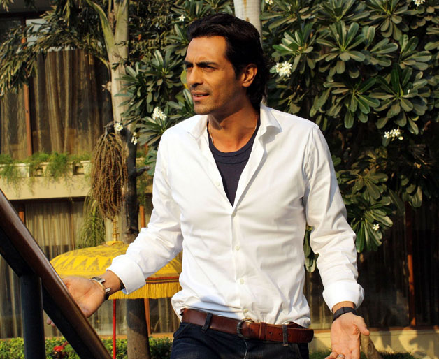 Arjun Rampal was the first choice of director Farhan Akhtar for Lakshya. However the movie was later offered to Hrithik Roshan as Arjun didn't have the required dates to shoot for the film.