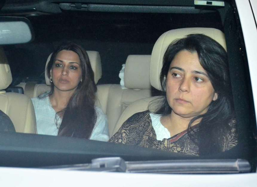Few other celebrities including Sonali Bendre, Jaya Bachchan were also present to pay their last respect to the funeral of Aishwarya's father. Krishnaraj Rai is survived by wife Vrinda, son Aditya and daughter Aishwarya.