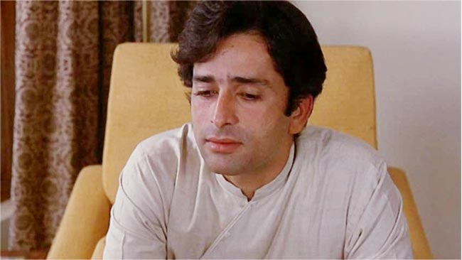 New Delhi Times: Shashi Kapoor plays the role of an idealistic journalist who raises the curtains from the scandals. This performance granted him a National Film Award for Best Actor in 1986.